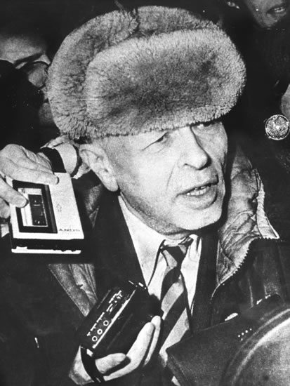 http://gulaghistory.org/nps/onlineexhibit/after/fall-src/images/sakharov_detail.jpg